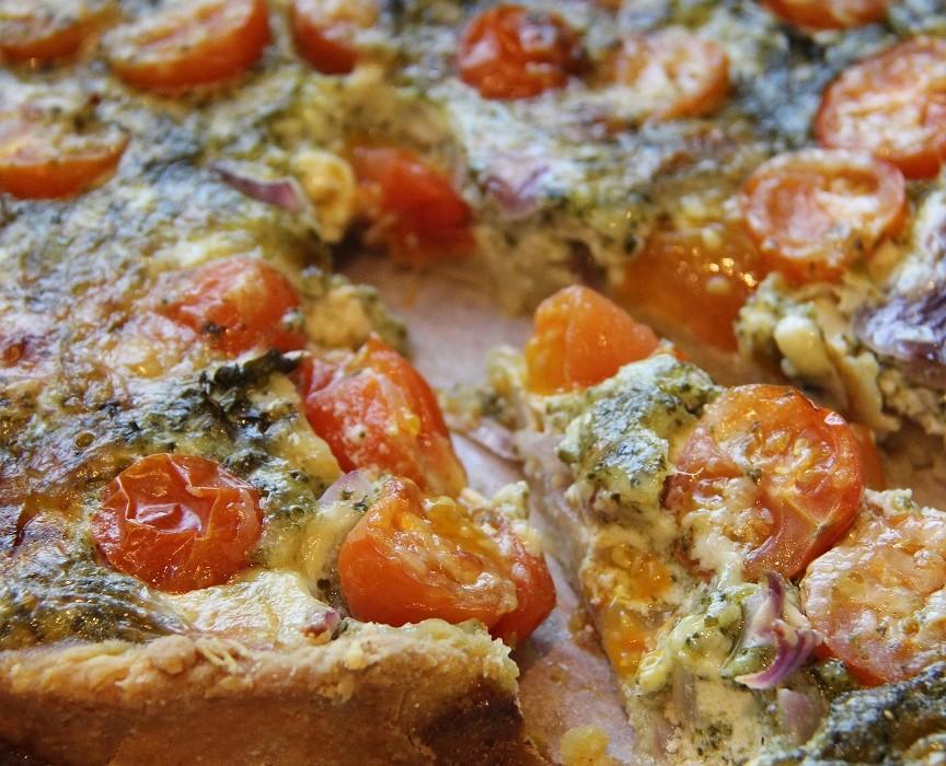 Tomaatti-pestopiirakka