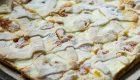 Punakaalisalaatti tahinikastikkeella