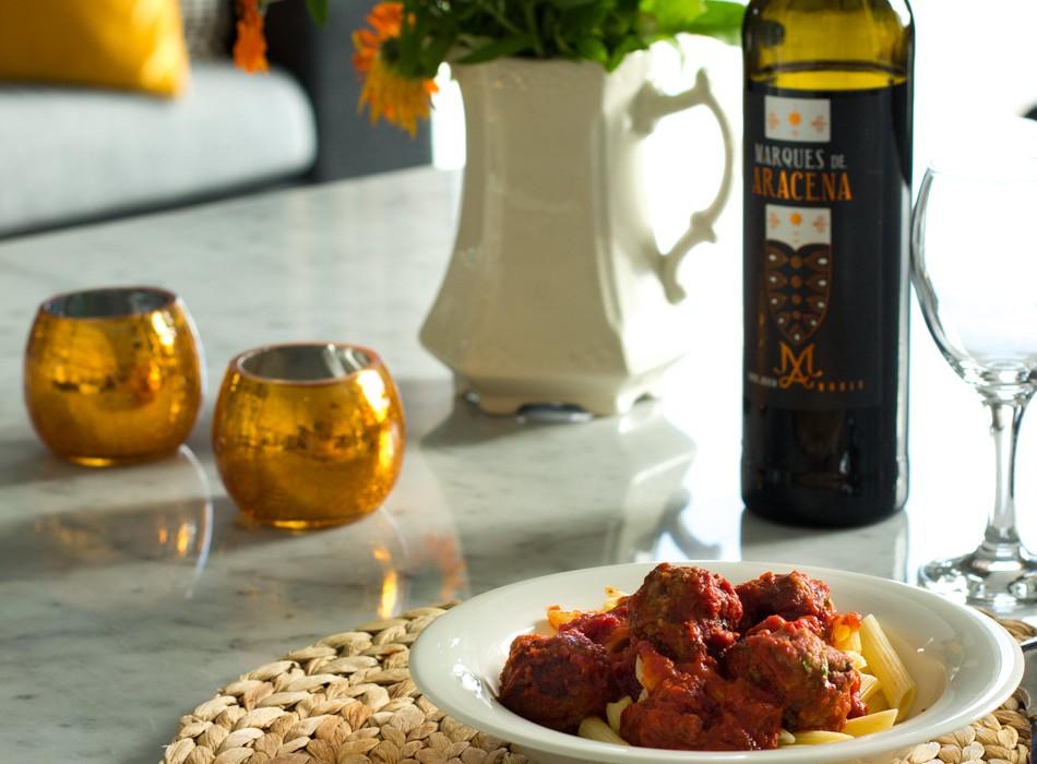 Lihapullat italialaisittain punaviinikastikkeessa