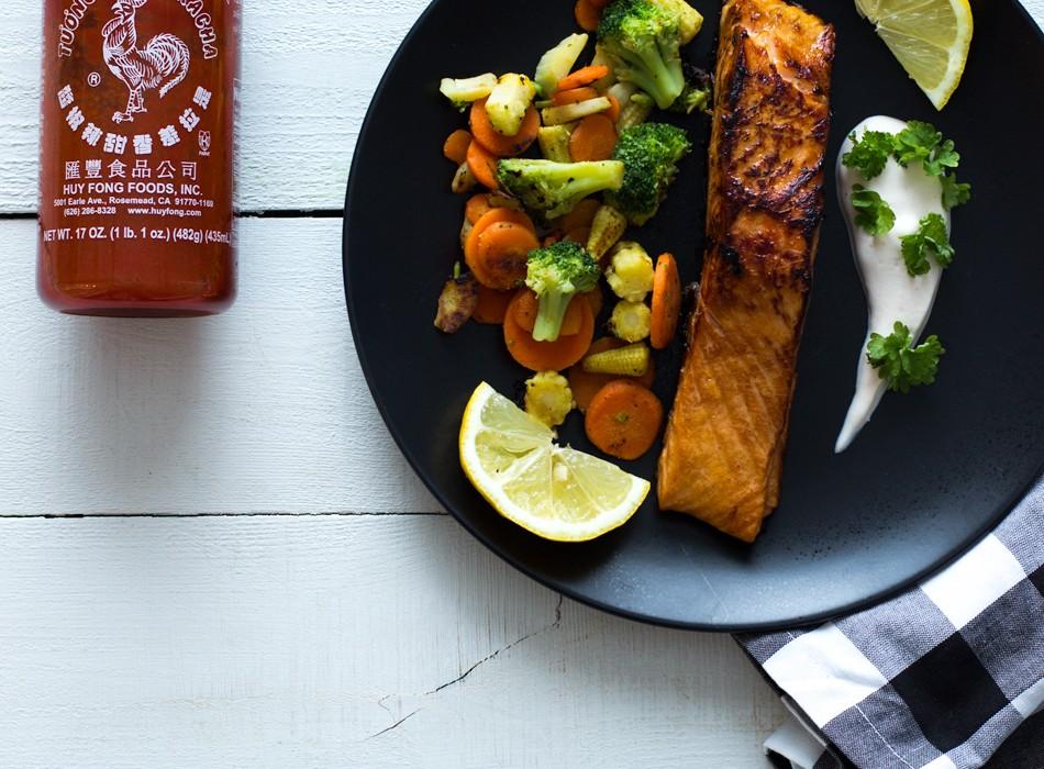 Sriracha lohi ja wokkivihannekset