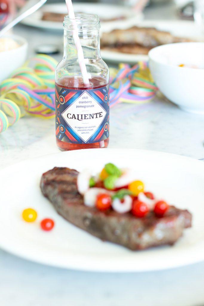 Punainen Caliente maistuu pihvin seurana.