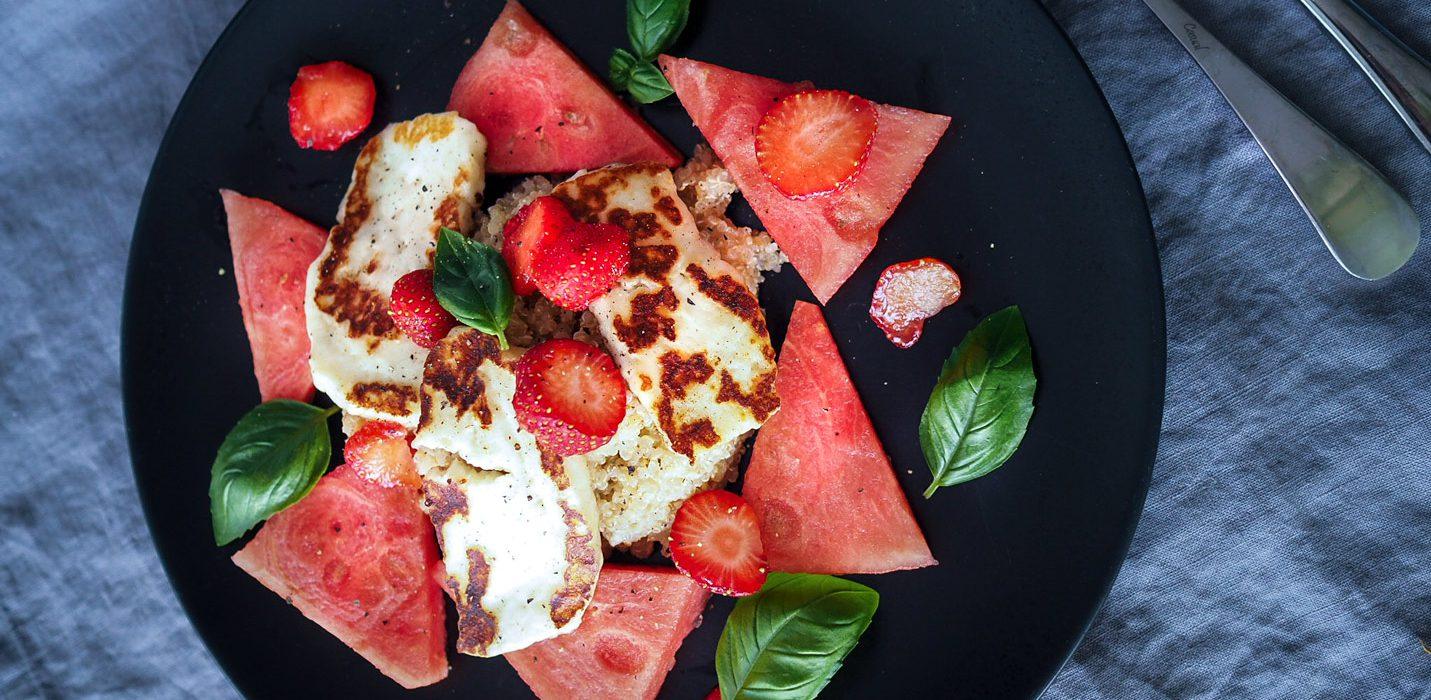 halloumi-kvinoa-vesimelonisalaatti