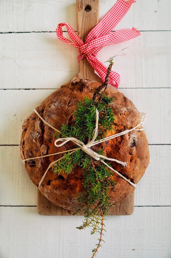 hedelma-pahkinaleipa-brunkebergsin-leipomon-tapaan