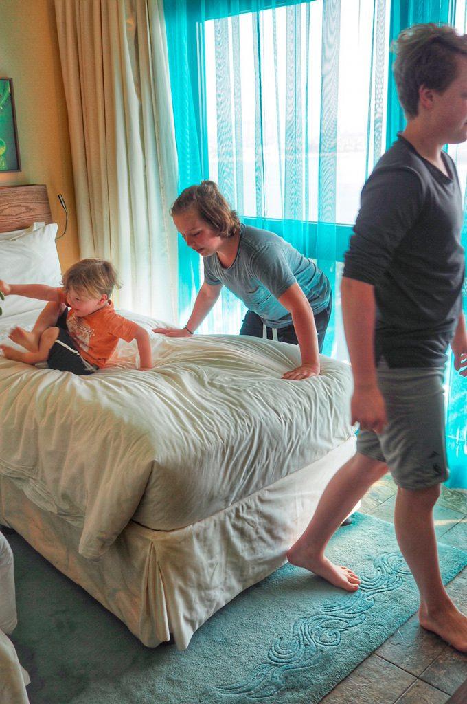 Sänkyjen testausta