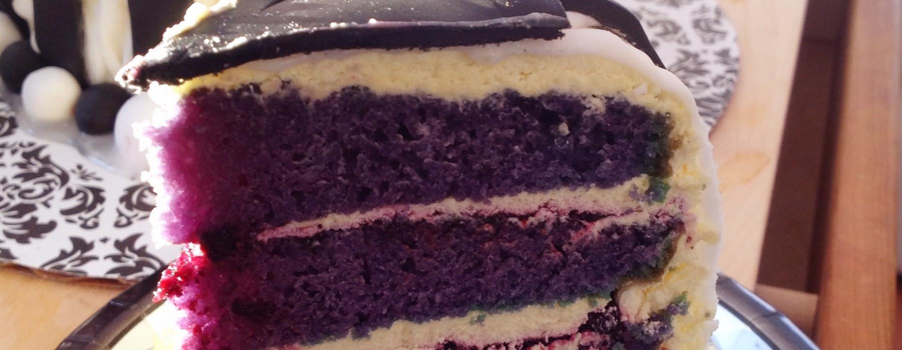 Mustikka-vaniljakerroskakku ja syntymäpäivän viettoa