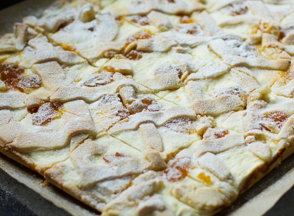 Unkarilainen rahkakakku, Túrós-barackos-rácsos pite