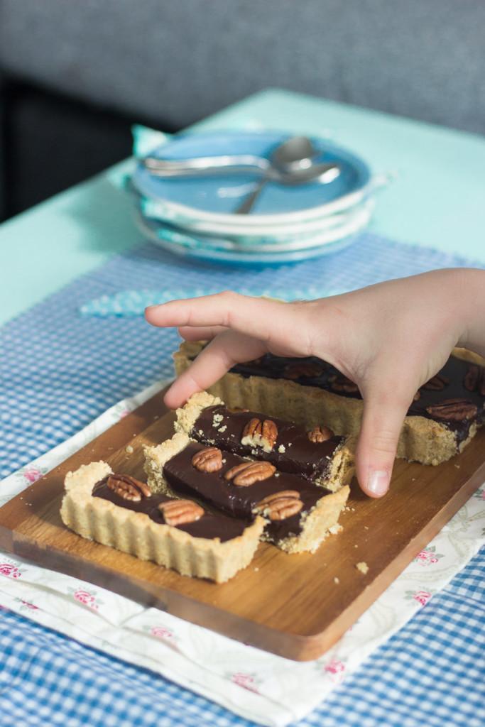 suklaa-pekaanipiirakka