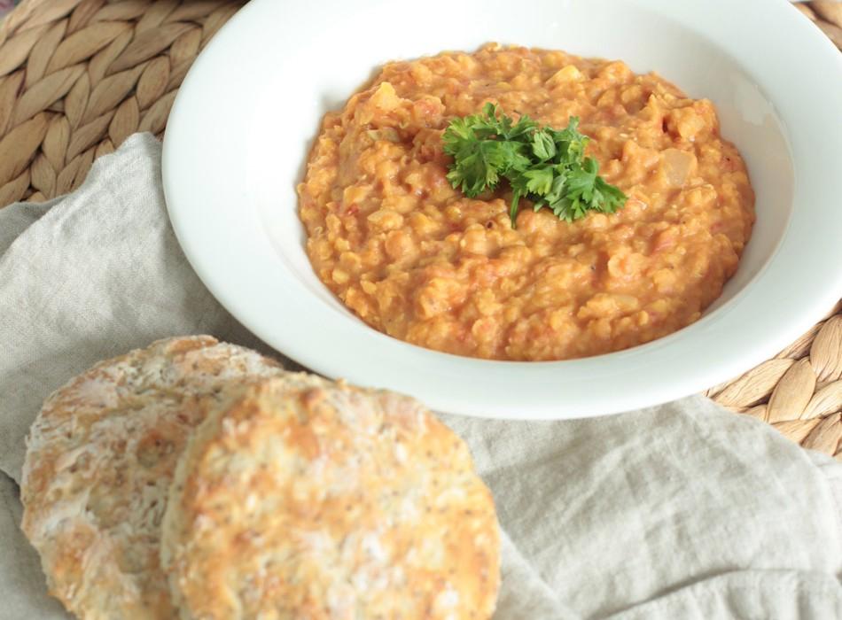 Lempeä linssi-currykeitto