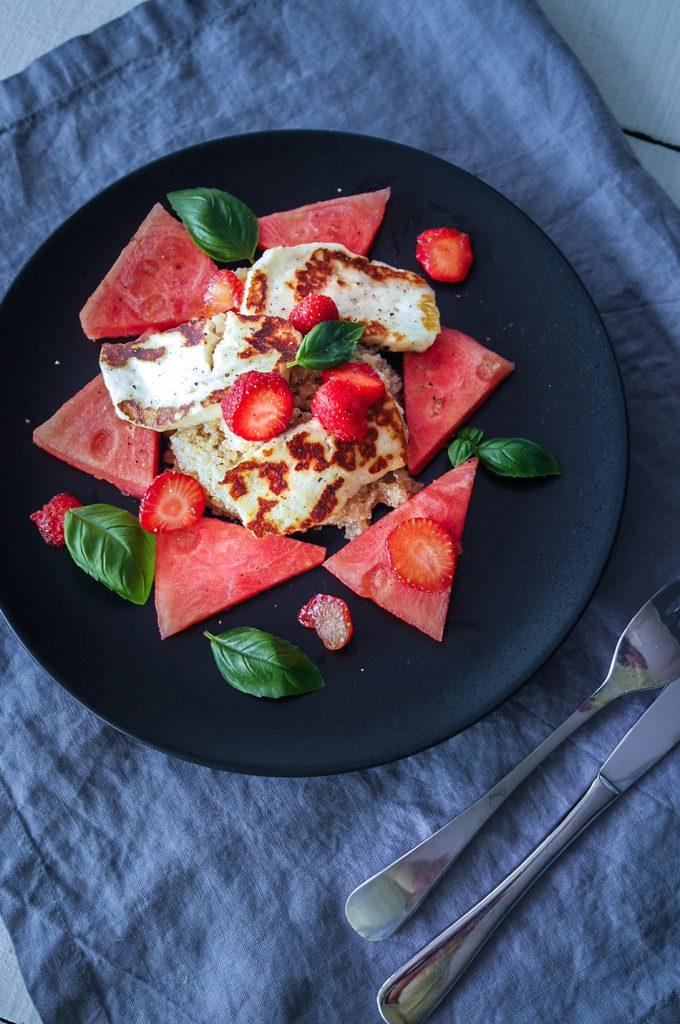 Halloumi-vesimelonisalaatti