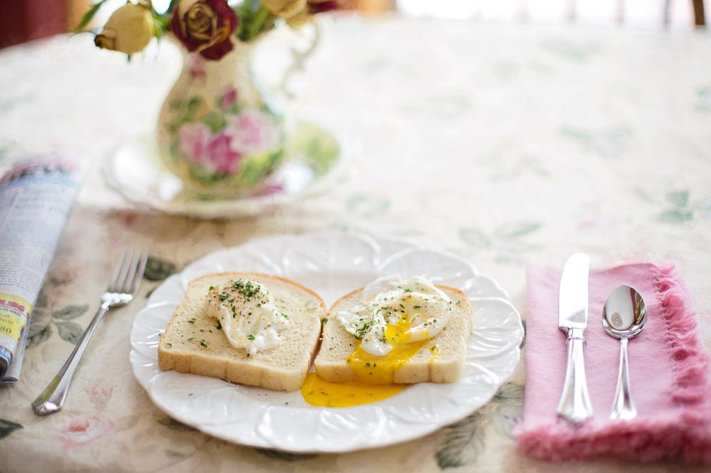 poached-eggs-on-toast-739401_1280