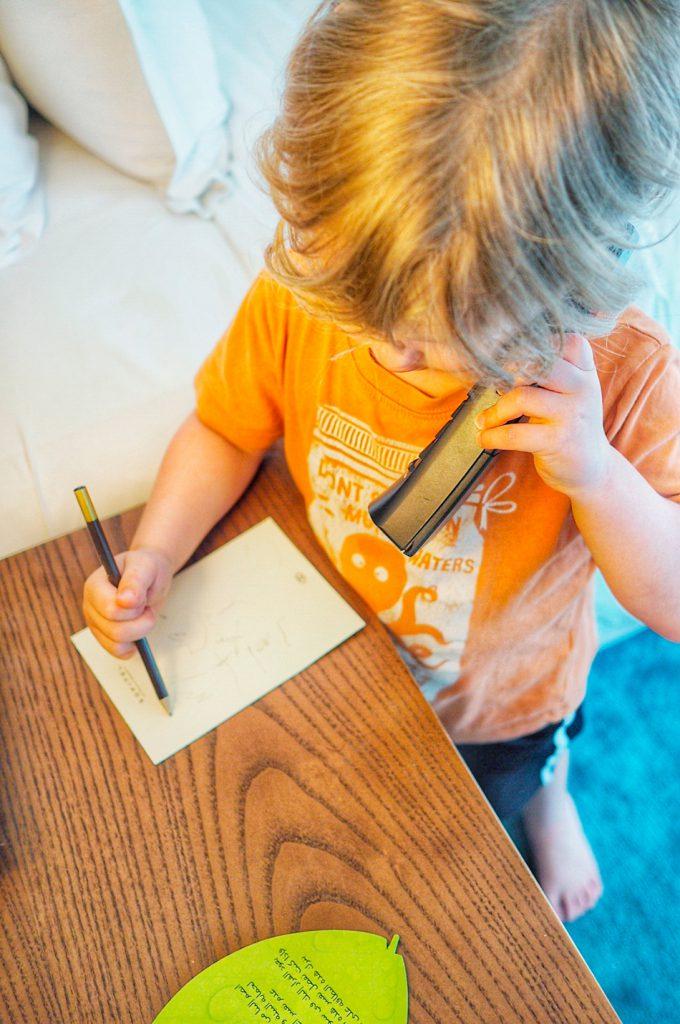 Huonepalvelu ja paikallispuhelutkin tuli testattua, kolmevuotiaamme osalta