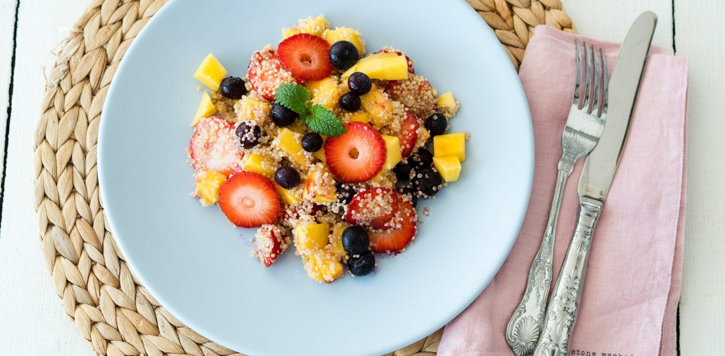 Kvinoa-hedelmäsalaatti