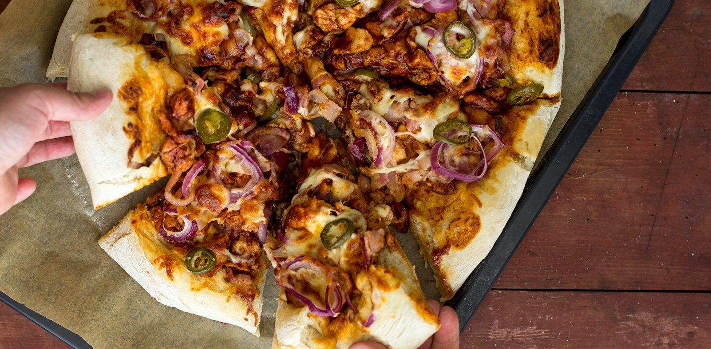 Bbq-kana-pizza tupla-pohjalla Superherkut-kirjan ohjeella