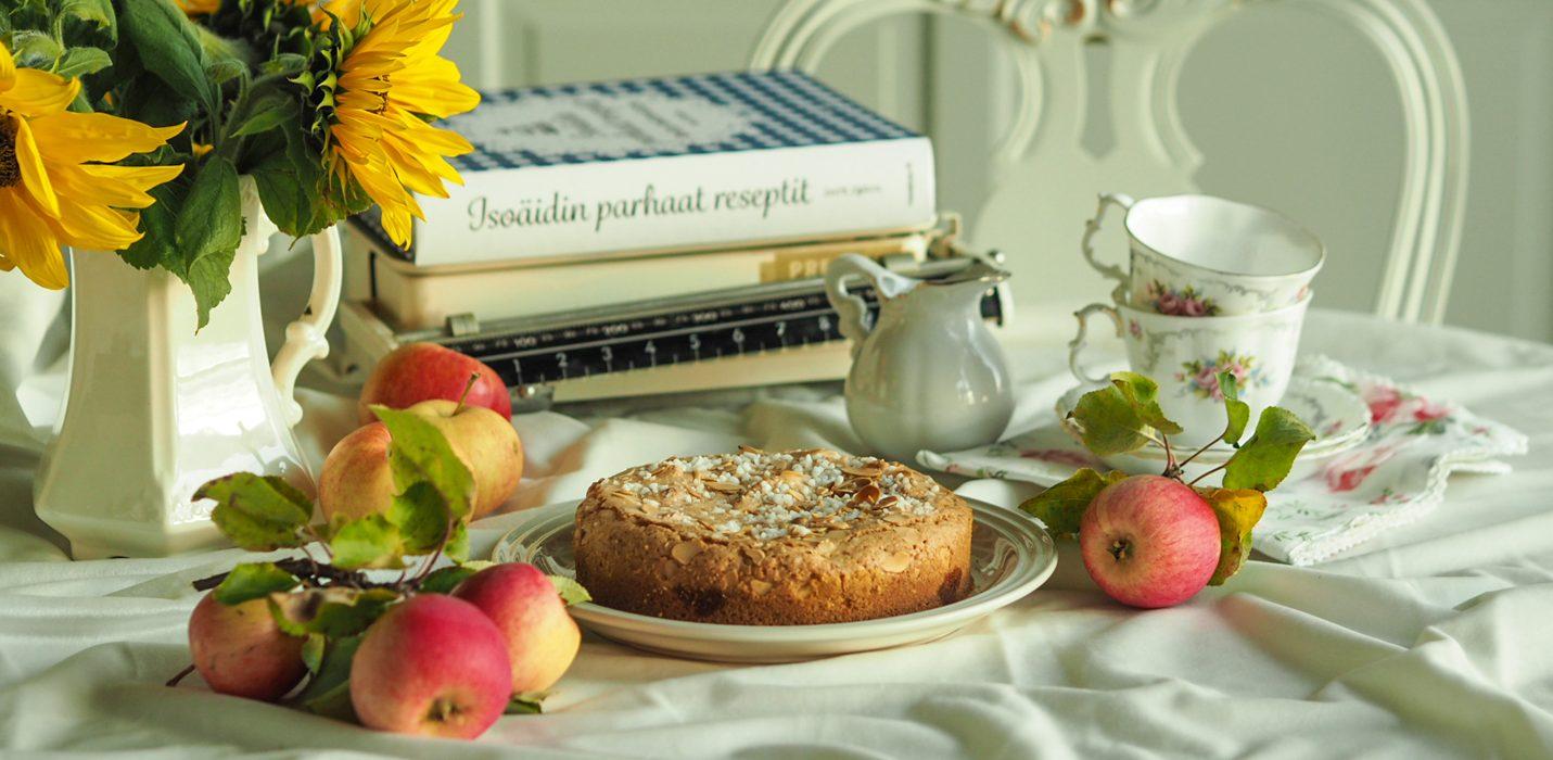 Mummon omenainen pullakakku