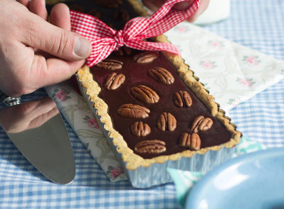 Gluteeniton suklaa-pekaanipiirakka