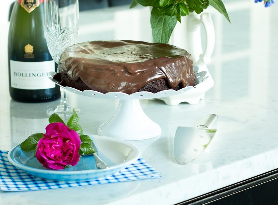 Kostea suklaakakku