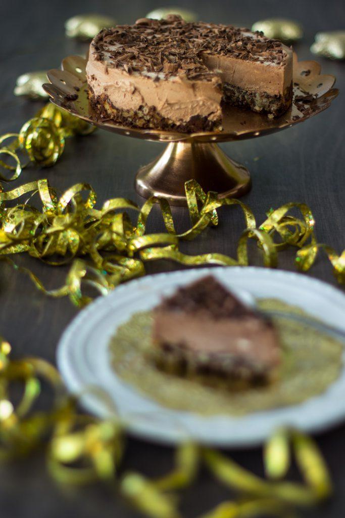 suklaamousse-kakku-mantelipohjalla