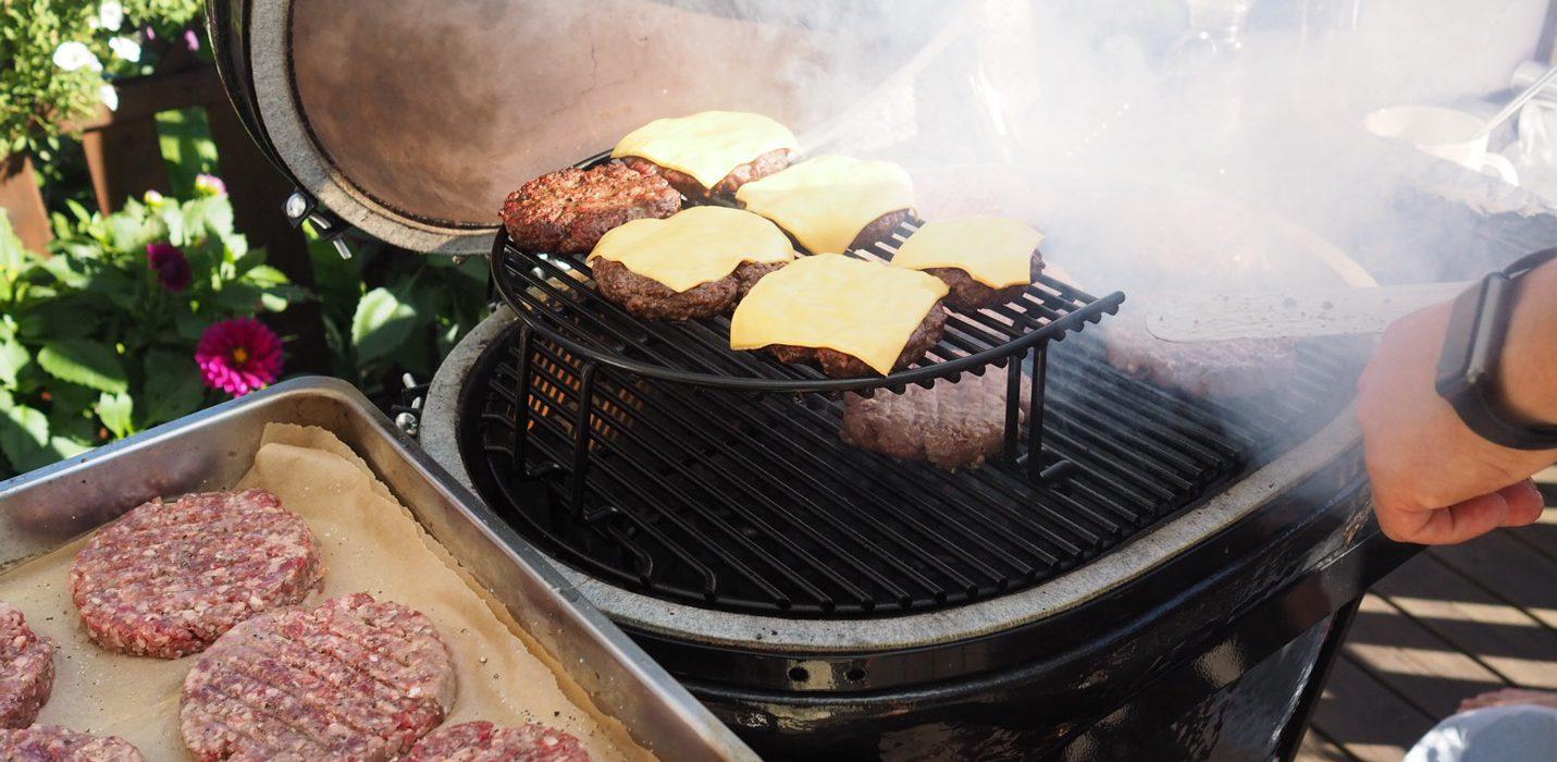 Täydellisen hampurilaisen grillaaminen