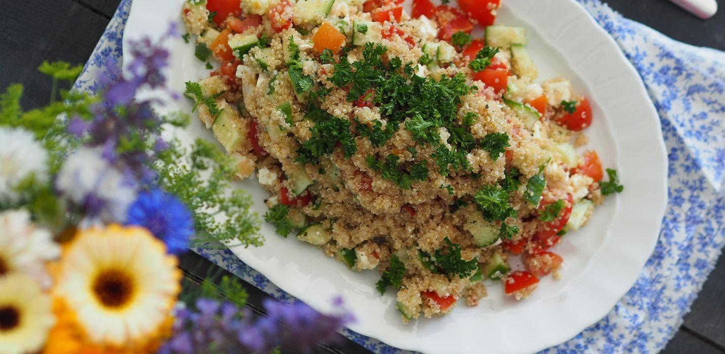 Kvinoasalaatti fetajuustolla